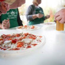 Corso per imparare a cucinare pizza e pasta con vino e tiramisù, sulla Appia antica