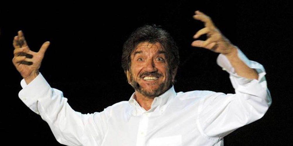 Giù il sipario: è morto Gigi Proietti. Addio al sorriso magico di Roma!